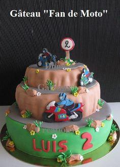 """Gâteau """"Fan de Moto"""" en Pâte à Sucre ..."""