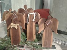 Angeli in legno di noce americano.Fatto a mano. Grande €78-medio €72