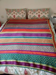 Nya Mosaic Blanket - FREE crochet pattern with only basic sttiches involved. Free Crochet, Mosaic, Crochet Patterns, Quilts, Blanket, Bed, Bed Covers, Stream Bed, All Free Crochet
