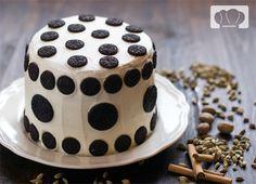 Que mejor que comenzar el año con una tarta y con vestido de lunares. Chocolate y queso en forma de pastel.