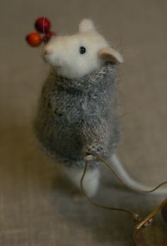 Felted mouse  (I've always loved everything mouse.  as long as they're not real, I might add).