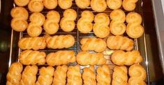 Εξαιρετική συνταγή για Κουλουράκια με γεύση τσουρεκάκι. Πασχαλινά και μη κουλουράκια! Λίγα μυστικά ακόμα Είναι πανεύκολα και πεντανόστιμα! Δεν έχουν μυστικά!Ευχαριστούμε την eliza04 για τις φωτογραφίες βήμα - βήμα.