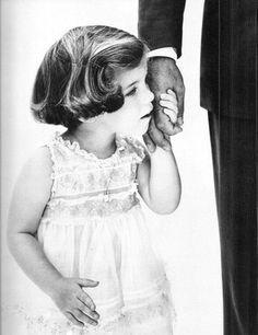 Caroline Kennedy holding her father John F. Kennedy's hand, photo by Richard Avedon, Jackie Kennedy, Les Kennedy, Carolyn Bessette Kennedy, Jaqueline Kennedy, Jackie Jackie, Mario Sorrenti, Paolo Roversi, Steven Meisel, Ellen Von Unwerth