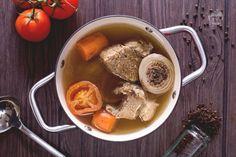 Il brodo di carne è una preparazione base in cucina che serve per tantissime altre ricette, fondamentale per accompagnare pasta fresca ripiena e non.