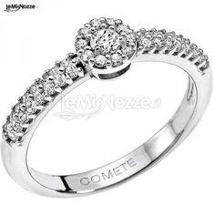 http://www.lemienozze.it/operatori-matrimonio/gioielli/esposito-gioielli/media/foto/5 Anello di fidanzamento in oro bianco per la proposta di matrimonio.