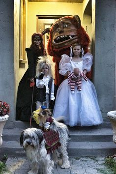 Family Outfitted in Awesome 'Labyrinth' Costume Ensemble - Redditor Deconstructress shared a photo of the awesome Labyrinth costume ensemble she made for her family (best little Goblin King ever).