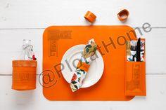 Placemat, servetring, bestekhoesje en waterfleshouder met Foil on.