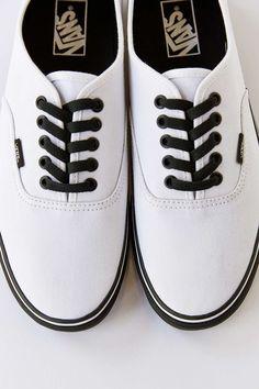 vans authentic black sole