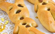 Zutaten für ca. 12 Krampusse   Zubereitungszeit ca. 1 Stunde Bagel, Hamburger, Bread, Food, Inspiration, Brioche, Food Food, Kuchen, Brot