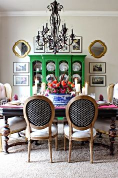 Stunning Traditional Dining Room Decoration Ideas Traditional Dining Room - While eating in your kit Dining Room Colors, Dining Room Design, Dining Room Table, Dining Chairs, Dining Rooms, Dining Room Inspiration, Thanksgiving Table, Eclectic Decor, My Living Room