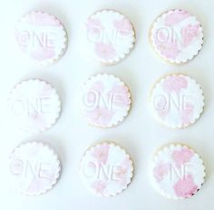 Party favours - cute decorated cookies - step by step instruction BLOG - ffrenchee.com IG - @ffrenchee FB - Ffrenchee