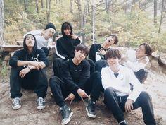 """BTS_official on Twitter: """"[V앱] 달리고 또 달린다! #방탄소년단 의 리얼 버롸~~~이어티 달려라 방탄<(ㅇㅅㅇ)/✨  #실미도특집 #끝 https://t.co/A7IASpZx8H"""""""
