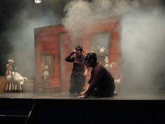 """Imagen del espectáculo de teatro escolar en inglés """"The vain little mouse"""" para educación infantil y primer ciclo de primaria"""