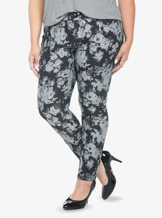 Sleek denim skims your figure all the way down to the ankle on a pair of black super skinny jeans with a greyscale floral print (we adore printed denim this season!). The slightly shorter length hits the ankle, cutting a sleek, contemporary silhouette.