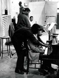 Clockwise from top: bassist Paul Chambers, drummer Philly Joe Jones, pianist William 'Red' Garland and Miles Davis. Jazz Artists, Jazz Musicians, Smooth Jazz, Martin Luther King, Santa Monica, Miles Davis Quintet, Paul Chambers, Red Garland, Illinois
