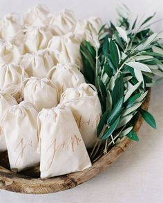 Wedding winter favors diy for 2019 Wedding Favors And Gifts, Wedding Souvenirs For Guests, Winter Wedding Favors, Summer Wedding, Trendy Wedding, Wedding Guest Gifts, Coffee Wedding Favors, Wedding Favor Bags, Winter Weddings