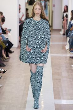 The complete Emanuel Ungaro Spring 2016 Ready-to-Wear fashion show now on Vogue Runway.