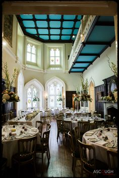 The dining room at Chiddingstone Castle. Image © Ascough Photography Ltd Sussex Barn, Castle Rooms, Wedding Venues, Wedding Ideas, Quirky Wedding, Fairytale Castle, Wedding Breakfast, Palaces, Castles
