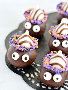 The secret to these adorable goblin truffles? Chocolate sandwich cookies: http://www.bhg.com/halloween/recipes/halloween-treats-kids-can-make/?socsrc=bhgpin103014goblincookietruffles&page=21