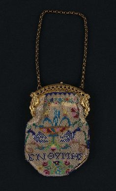 1830-1850, Europe - Bag - Glass beads embroidered on cotton, gilt metal clasp and chain, and silk lining