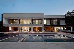 Guarujá Residence by Patricia Bergantin Arquitetura