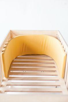 Cot bumper in brich plywood crib