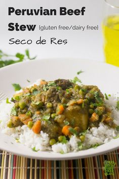 Peruvian Beef Stew, Seco de Res {Gluten Free/Dairy Free} Delicious and gluten free Peruvian Beef Stew via myglutenfreemiami… Peruvian Dishes, Peruvian Cuisine, Peruvian Recipes, Peruvian Seco Recipe, Meat Recipes, Real Food Recipes, Cooking Recipes, Healthy Recipes, Water Recipes
