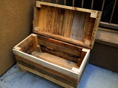 Palletso: Recycled rustic pallet furniture charms and opens your beer : TreeHugger