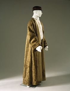 Banyan, Brown wool damask banyan, lined with light brown twill; full sleeves trimmed with brown velvet; no collar, no front closure; flowers show chinese influence.  Date: 1740-1750