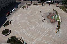 Piazza Szczepanski, Cracovia, Polonia. Realizzata con cubetti di Porfido del Trentino controllato, decori realizzati con cubetti di Basalto e cubetti di Porfido Santa Rosa lavorati.  Realizzata da Europorfidi.  #porfido #trentino #pavimenti #pietra #naturale #basalto #square #piazza #polonia #cracovia #cubetti #poland #europorfidi #design #style Hockey, Design, Style, Pink, Krakow Poland, Swag, Field Hockey, Outfits