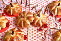 Boller formet som gresskar Yummy Cakes, Pineapple, Strawberry, Baking, Fruit, Halloween, Desserts, Food, Bar