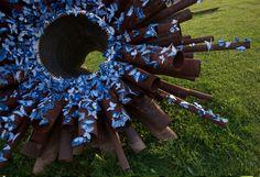 Artista desafia pessoas de vários países a colorir o mundo com 4 mil borboletas azuis. borboleta6
