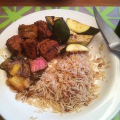 Beef kabobs with pineapple-prickly pear relish