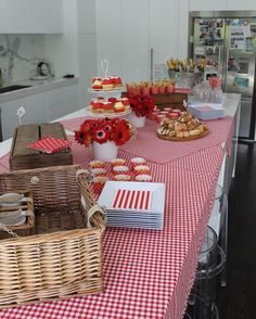 vintage picnic themed lunch - love!
