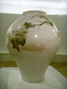 Jar with Grapevine Design in Underglaze Iron, Joseon 18c, National Treasure No. 107 Ewha Womans University Museum2015. 백자철화포도문호 Ewha Womans University Museum 'White Porcelain In The Joseon Dynasty' special exhibition