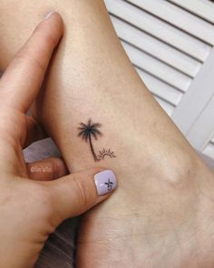 60 Ridiculously Pretty Tattoos That'll Finally Convince You to Get Inked - Pag. - Chameleon Andrews - - 60 Ridiculously Pretty Tattoos That'll Finally Convince You to Get Inked - Pag. 60 Ridiculously Pretty Tattoos That'll Finally Convince You to G. Cute Little Tattoos, Tiny Tattoos For Girls, Cute Small Tattoos, Small Tattoo Designs, Tattoo Girls, Small Ankle Tattoos, Pretty Girl Tattoos, Beautiful Small Tattoos, Small Tats