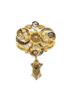 VICTORIAN-STYLE DIAMOND-SET 18K GOLD BROOCH : Lot 373