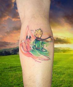Tatuaje de estilo acuarela inspirado en el principito.