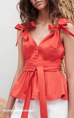 Dress spring summer shirts new Ideas Fashion Details, Fashion Design, Fashion Trends, Look Retro, Bow Tops, Beautiful Blouses, Summer Shirts, Corsage, Spring Summer Fashion