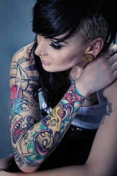 Piercing, tunnels and tattoo's. Inked Men, Inked Girls, Tattooed Girls, Fake Tattoo, Et Tattoo, Tattoo Art, Sexy Tattoos, Body Art Tattoos, Girl Tattoos