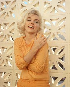Reproducción de una fotografía sin fechar de la actriz y modelo estadounidense Marilyn Monroe, tomada por Emilio Pucci, que junto a otros objetos de Elvis Presley y Marilyn Monroe fueron expuestos en 2009, en el Planet Hollywood de Nueva York (NY,...