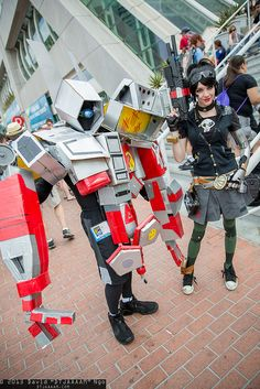 Deathtrap and Gaige at SDCC 2013 #borderlands #cosplay