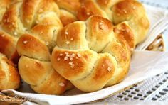 Unavená vařečka: Máslové houstičky - My site Czech Recipes, Jewish Recipes, Bread Recipes, Baking Recipes, Good Food, Yummy Food, Bread And Pastries, Bread Baking, Home Baking