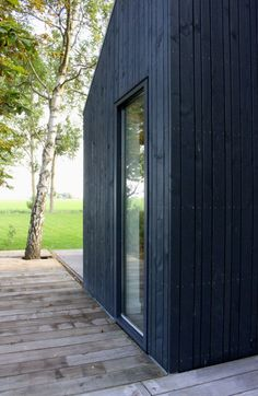 Modern extension wooden open wall cladding with Douglas finely sawn . - Modern extension, open wood cladding with Douglas finely sawn parts - House Cladding, Timber Cladding, Exterior Cladding, Exterior Front Doors, Exterior House Colors, Edwardian Haus, Outdoor Garden Rooms, House Columns, Timber Architecture