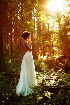 The light is amazing in this woodland photo shoot! #wedding #woodland #photography #rustic #light #dress