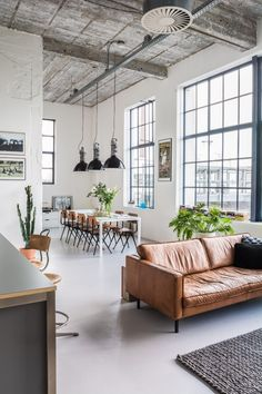Open Layout Loft Space Industrial Living Room Decor with brown leather sofa and black frame windows via everythingelze Estilo Industrial Chic, Industrial Chic Decor, Industrial Interior Design, Industrial Living, Vintage Industrial, Industrial Furniture, Industrial Apartment, Urban Industrial, Vintage Apartment