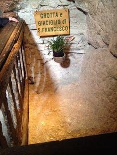 Grotta e giaciglio di S.Francesco Eremo delle Carceri Assisi