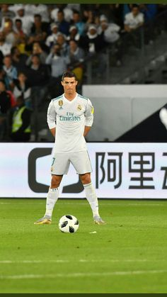 I stand like this outside vice principal's room, when punished Cristiano Ronaldo 7, Ronaldo Cr7, Ronaldo Junior, Cristiano Ronaldo Wallpapers, Madrid Football Club, Ronaldo Football, Ronaldo Free Kick, Ronaldo Photos, Cr7 Wallpapers