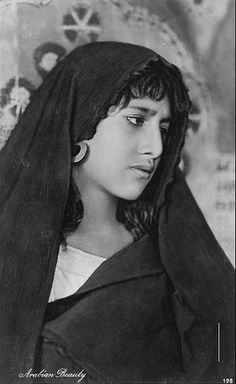 egyptian woman in old traditional dress (melaya)( 1923 )