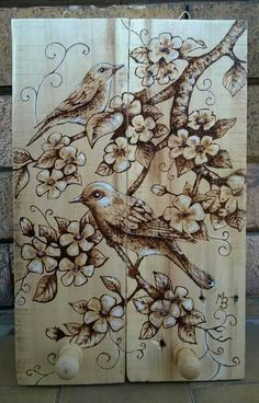Questo articolo non è disponibile. Wood Burning Crafts, Wood Burning Patterns, Wood Burning Art, Coffee Painting Canvas, Painting On Wood, Diy Wood Projects, Wood Crafts, Wood Burn Designs, Pyrography Patterns